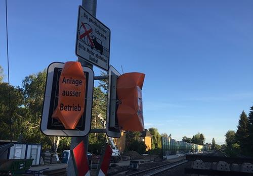 Abgeschaltete Ampelanlage am Bahnübergang Wolziger Zeile