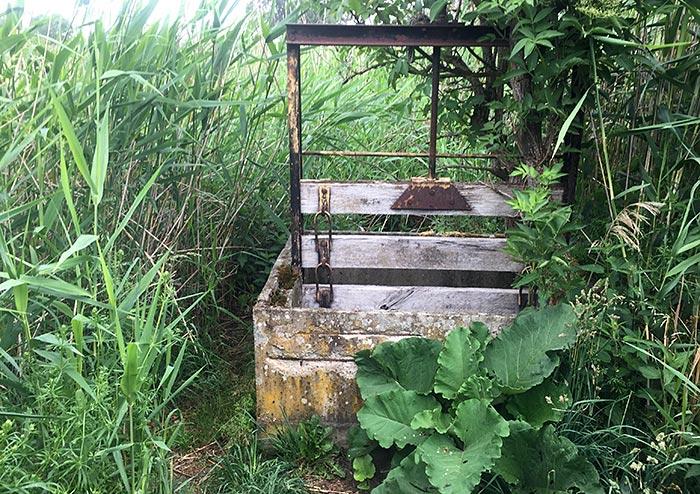 Kasten mit Sperre (?) am Mahlower Seegraben