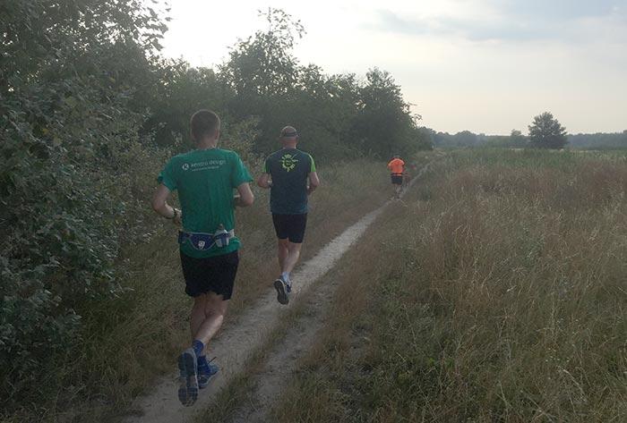 Läufer auf einem Trampelpfad