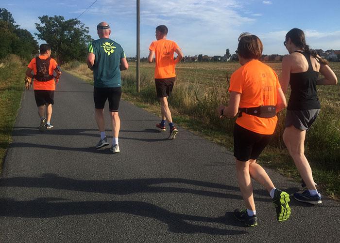 Läufer-Gruppe in Großziethen