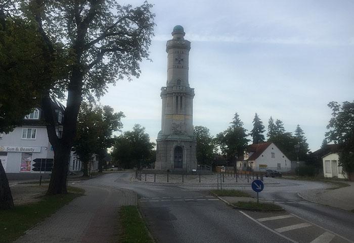 Turm im Kreisverkehr in Großbeeren