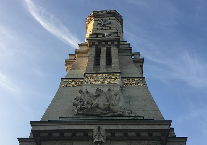 Blick nach oben auf den Turm von Großbeeren