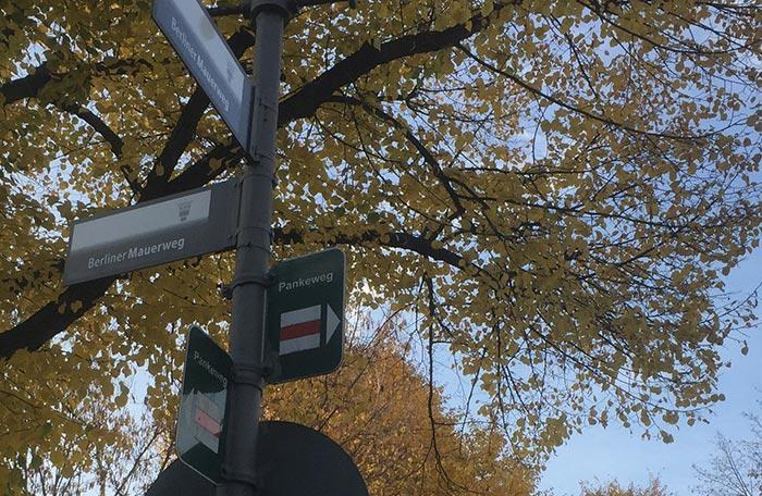 """Schilder """"Berliner Mauerweg"""" und """"Pankeweg"""""""