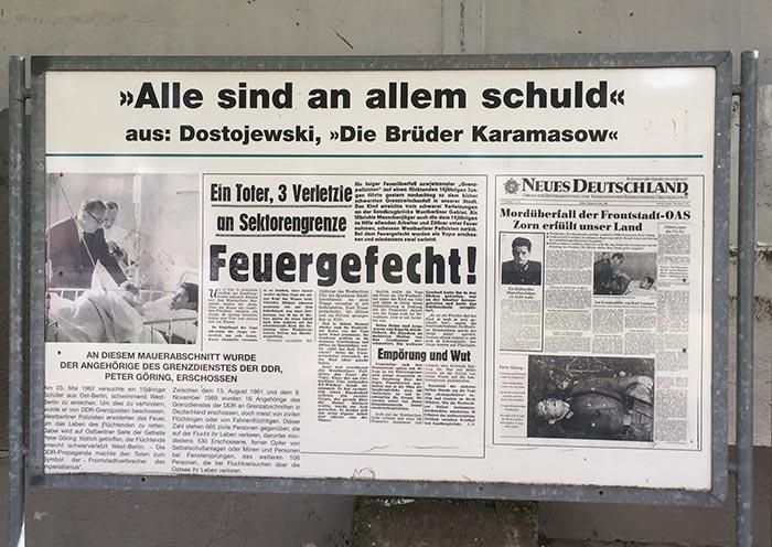 Gedenktafel mit Presse-Ausschnitten BRD und DDR zum Tod von Günter Litfin