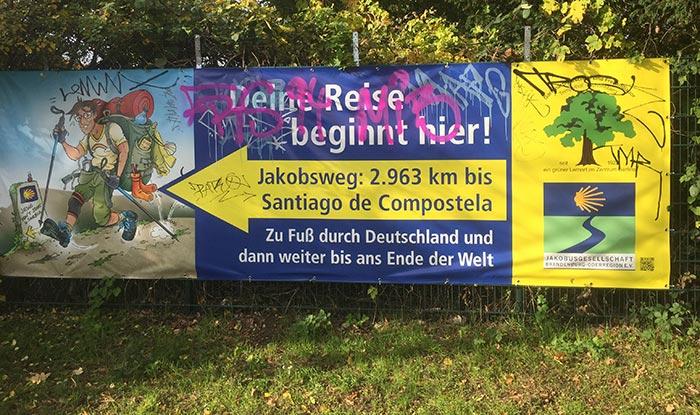 Banner mit Hinweis auf den Jakobsweg: 2963 km bis Santiago de Compostela