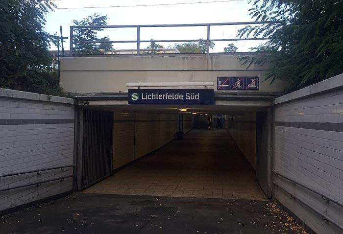 Eingang zum S-Bahnhof Lichterfelde Süd