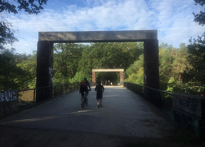 Auf der Autobahnbrücke bei Dreilinden