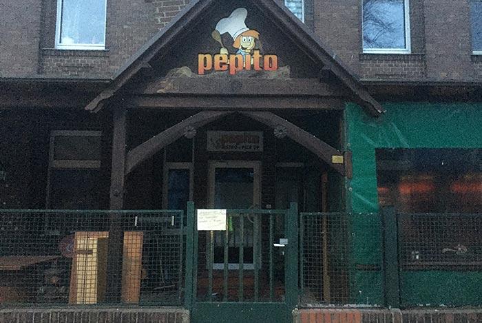 Gebäude mit Beschriftung Pepito und Comicfigur mit Kochmütze