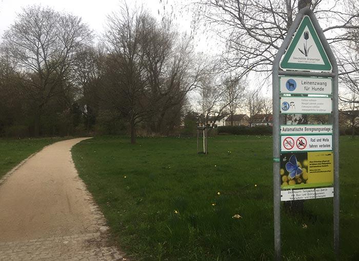 Parkweg im Gutspark Marienfelde