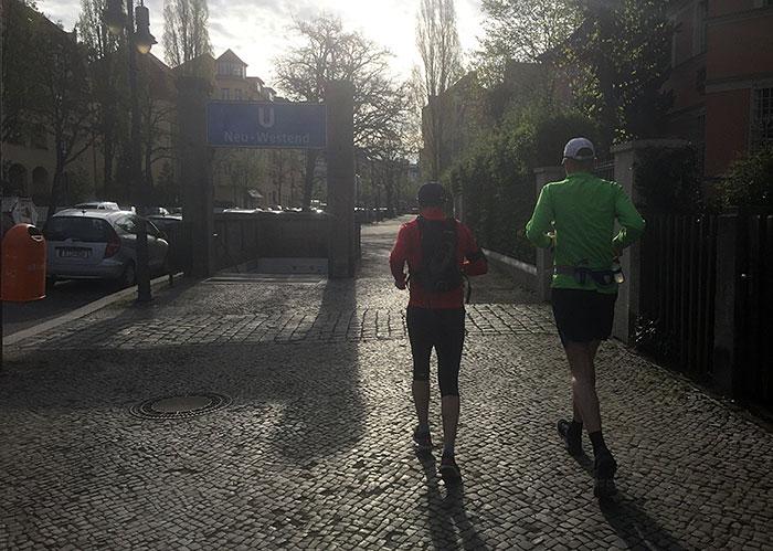 Läufer am U-Bahnhof Neu-Westend