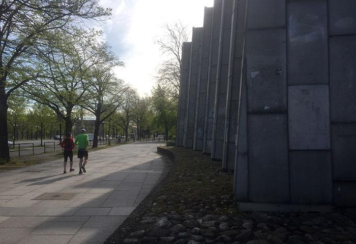 Zwei Läufer auf der Bismarckstraße