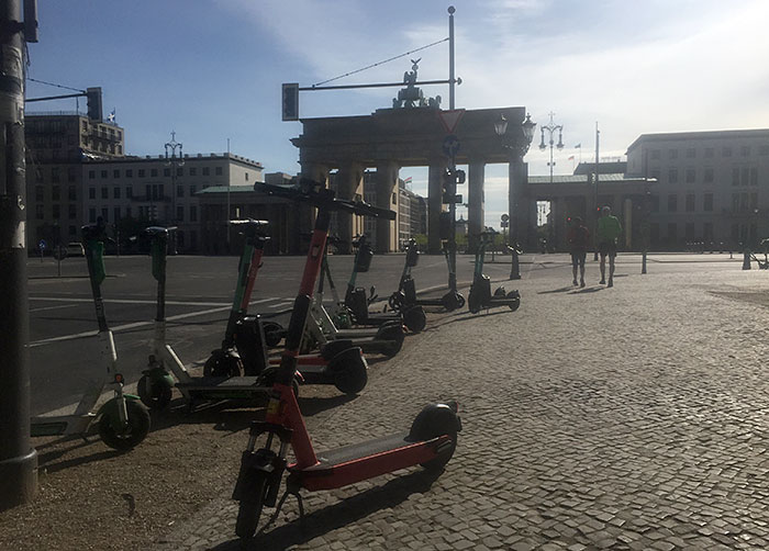Miet-Elektroroller am Brandenburger Tor