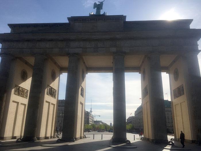 Brandenburger Tor im Gegenlicht