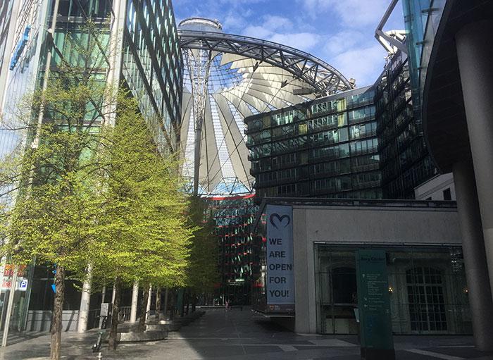 Blick in das Sony Center, vorne der Kaisersaal