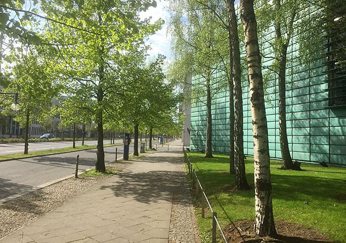 Klingelhöferstraße mit Gebäude Nordische Botschaften