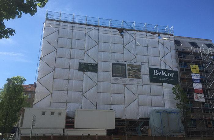 Verhängte Baustelle Kantgaragenpalast