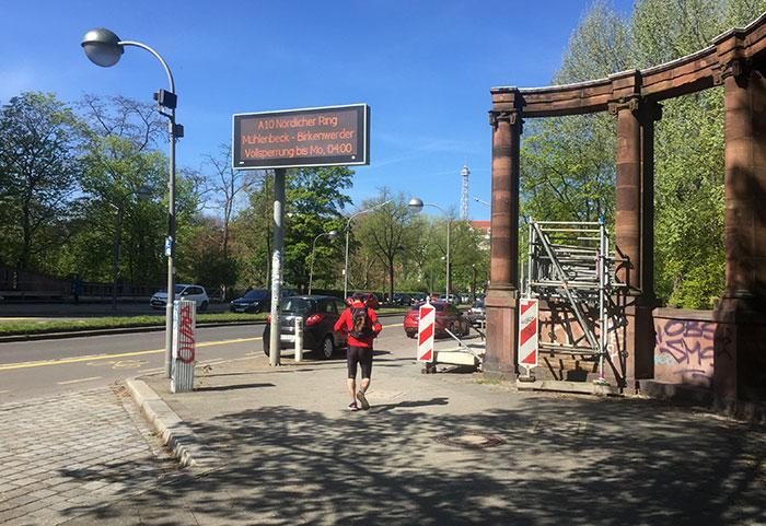 Historische Säulen am Lietzensee an der Neuen Kantstraße