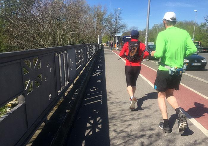 Läufer auf der Olympischen Brücke
