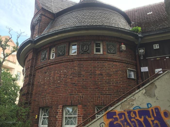 Rundes Backstein-Gebäude