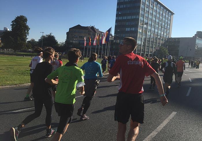 Läuferinnen und Läufer am Theodor-Heuss-Platz