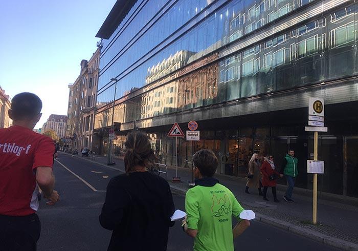 Spiegelnde Fassade der Galeries Lafayette