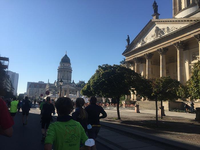 Läuferinnen und Läufer am Gendarmenmarkt