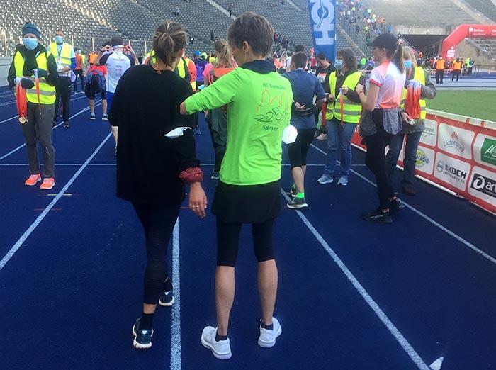 Läuferinnen im Ziel des S25 Berlin